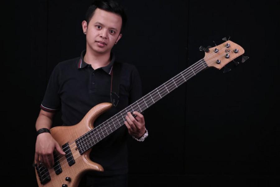 Belajar Bass : Pengembangan Teknik Slap Bass – Ikrar Adina