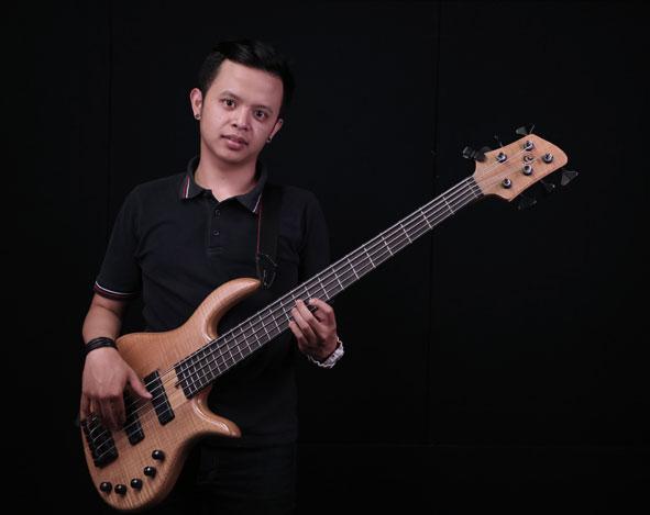 Belajar Bass : Latihan Slap Bass – Ikrar Adina