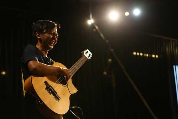 Belajar Gitar : Bermain Perkusi Pada Gitar – Luhung Swantara