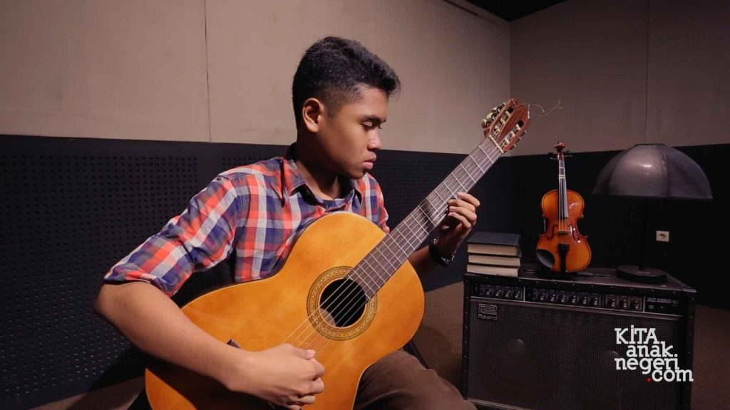Student Project – Aji sasongko – Bubuy Bulan – (Guitar Cover)