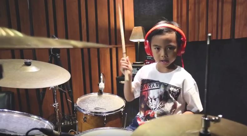 Dero, Si Drummer Cilik – Give It Away (Red Hot Chili Peppers – Drum Cover)