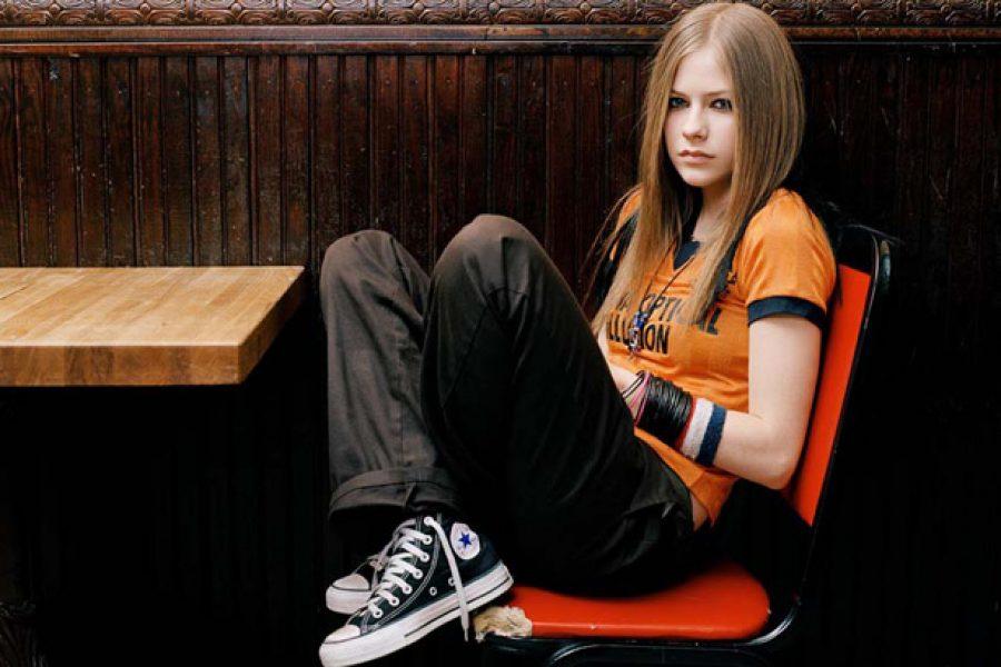 Avril Lavigne yang Asli Sudah Wafat dan yang Kita Kenal Selama Ini Adalah Versi Palsunya