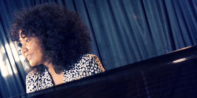 Artidewi : Konser Classic meets Jazz