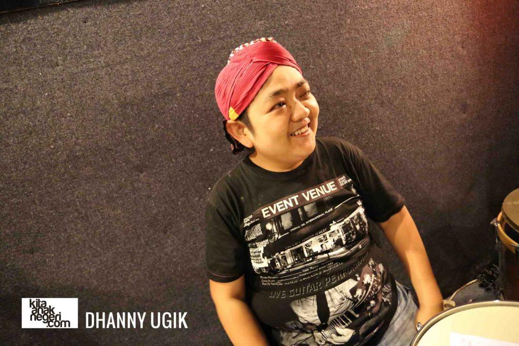 Belajar Drum : Dhanny Ugik – Mendengarkan instrument yang lain dalam bermain Band