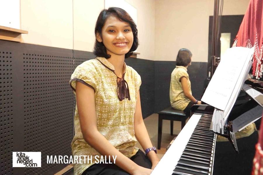 Belajar Piano Klasik : Cara Duduk yang Benar – Etha