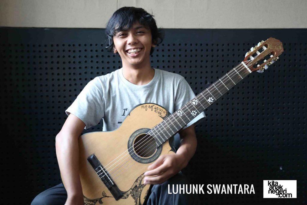 Belajar Gitar : Luhunk – Bermain gitar dengan cara berbeda