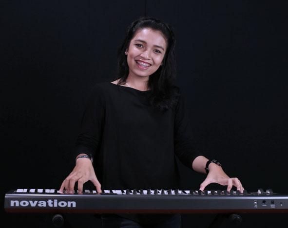 Belajar piano : ketika mengiringi seorang penyanyi – Gabriella Judithia