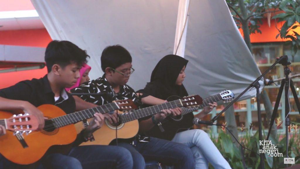 KITA Anak Negeri Goes to Margocity April 2017 : Guitar Ensemble KITA Anak Negeri – Lullaby (Cover)