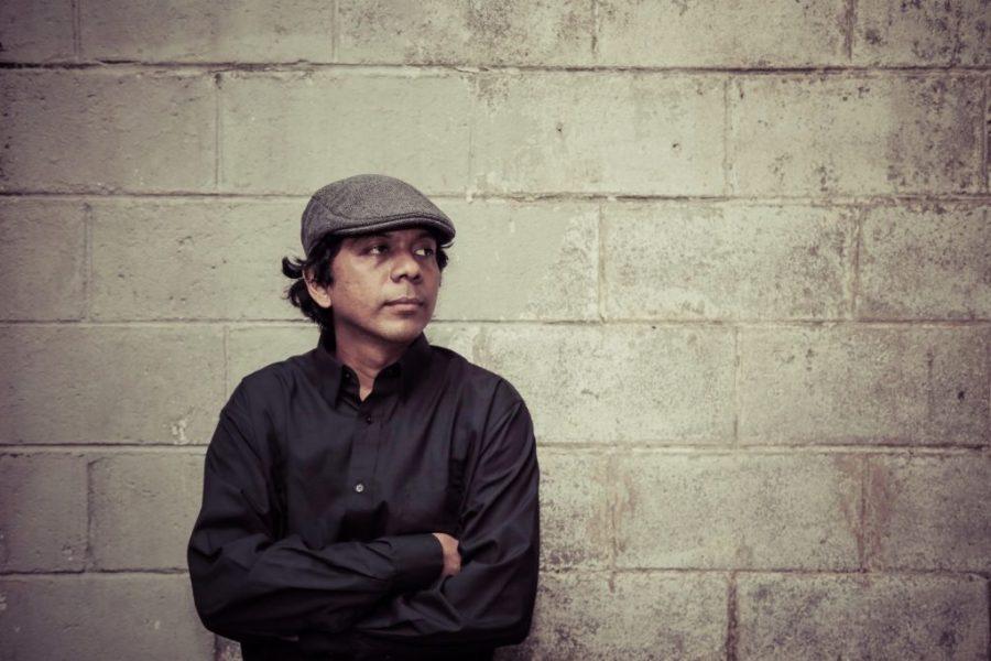 Pentas Sintas-nya Adrian Yunan di Coffeewar, Kemang