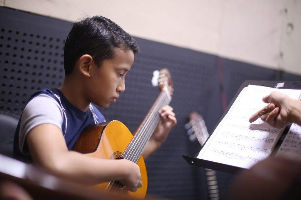 Masih Perlukah Belajar Musik di Sekolah Musik? Tiga Alasan Ini Akan Menjawabnya!